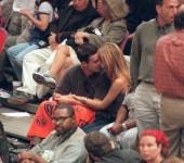 sarah-michelle-gellar-freddie-prinze-jr-ny-nicks-vs-miami-heat-2000-playoff-hq-05-1500
